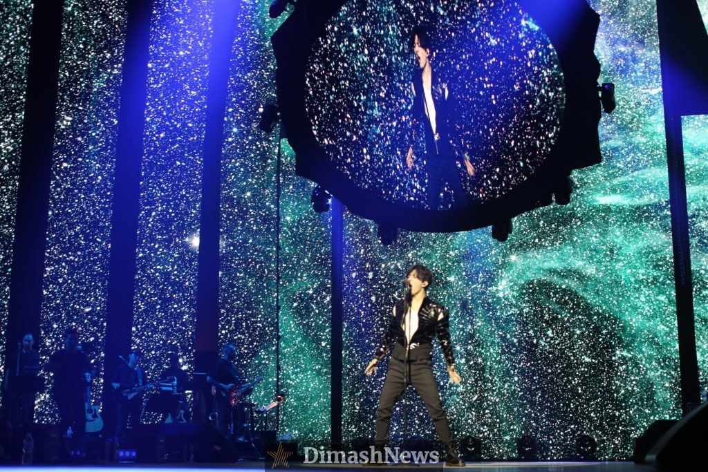 Димаш вывел на большую сцену еще один молодой талант