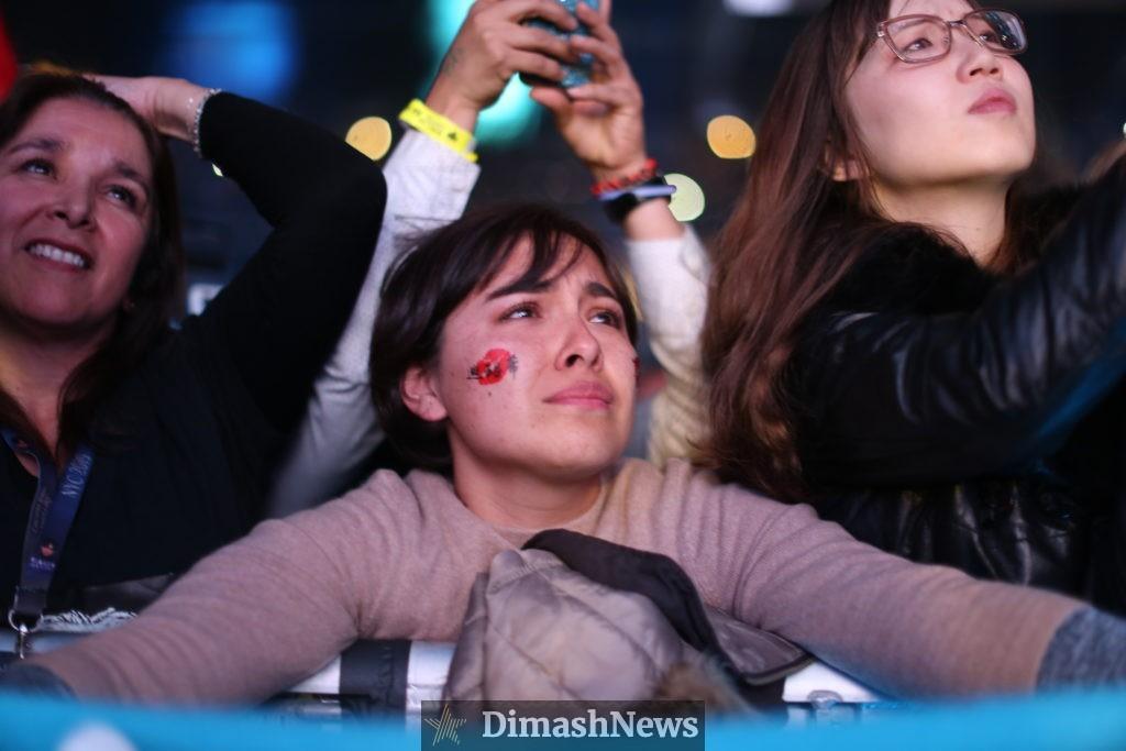 фанатки плачут на концерте Димаша Кудайбергена