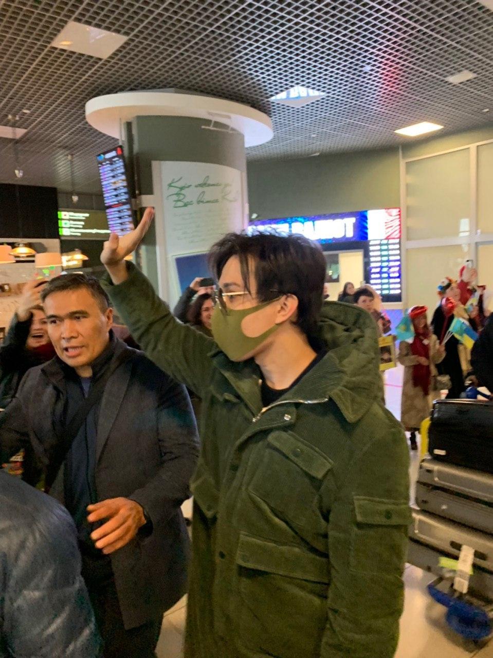 «Кохаемо Димаш!»: Украинские фанаты горячо встретили Димаша