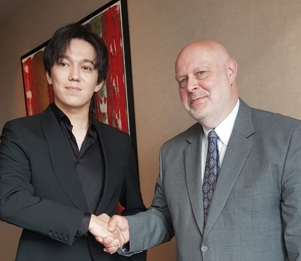 Димаш встретился с представителем ООН в Казахстане