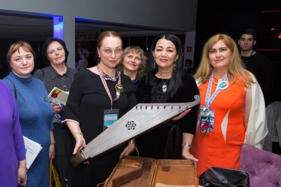 Фан-клуб Димаша в Беларуси подарил певцу именной музыкальный инструмент