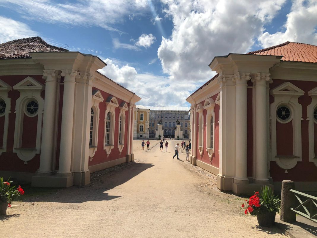Голос Димаша звучит в самых красивых местах Латвии