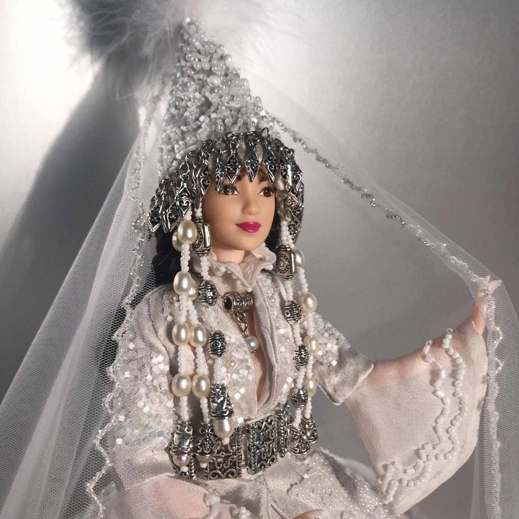 Красота казахского национального костюма в миниатюре: кукольный модельер Гульнара Хамза