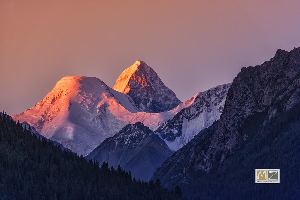Хан-Тенгри пик гора рассвет фотограф Максим Золотухин