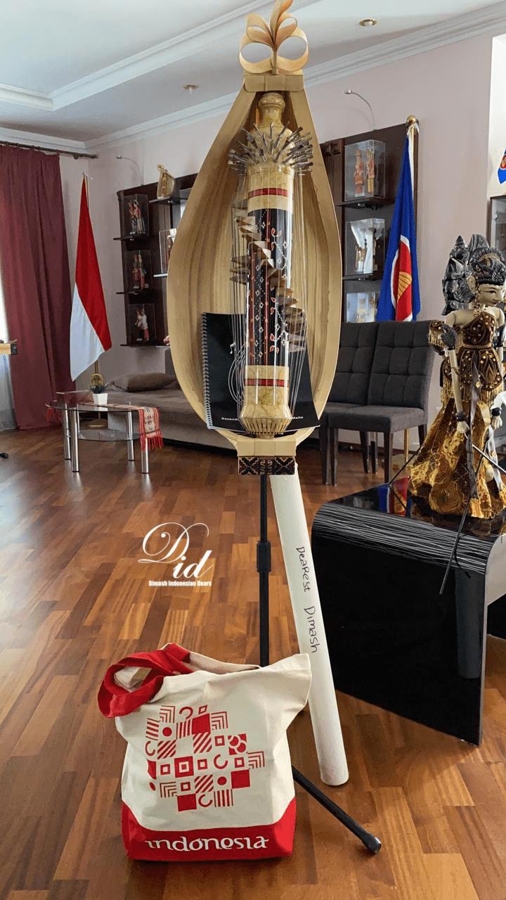 «Дайдидау» в звучании индонезийского сасандо