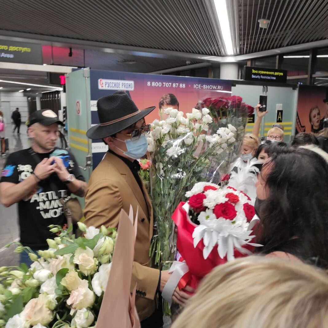 """""""To the cosmic sound of instruments"""": how Dimash was welcomed at the Sochi airport"""