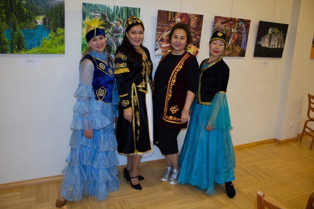 Выставка «Жемчужины Казахстана» в Латвии